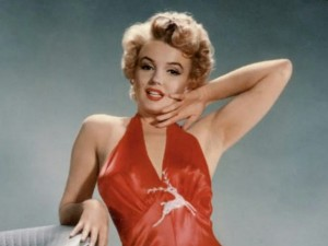 секс символ - Мерлин Монро в красном платье