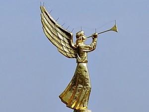 золотой ангел трубит