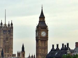 часы на башне парламента в Лондоне