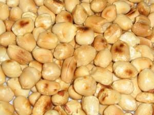 вкусный, жареный арахис