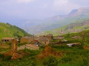 горное поселение под бирюзовым небом