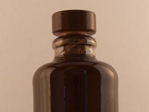 бутылка тёмного бальзама